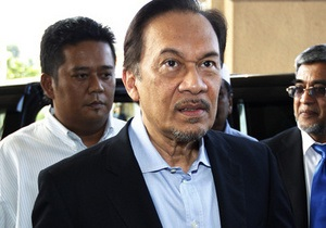 В Малайзии лидера оппозиции судят за гомосексуализм