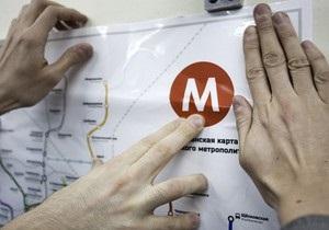 В московском метро активисты самовольно расклеили новые схемы