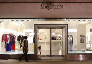Бывший охранник бутика Alexander McQueen обвинил руководство в расизме