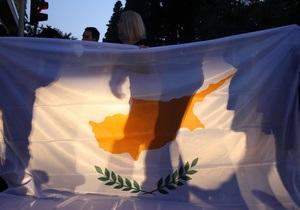 Кипрский кризис - Посетовав на обрушение экономики, Кипр просит пересмотреть условия финпомощи - FT