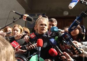 Тимошенко вышла из Генпрокуратуры: Слава Богу, пока не сажают за решетку