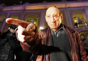 Фотогалерея: Лжевладимир. Полиция задержала человека в маске Путина