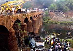 В Индии в результате крушения автобуса погибли 37 человек