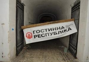 Защитники Гостиного двора заявили об избиении активистов