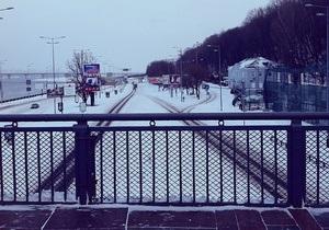Киев приходит в себя после разгула стихии, на некоторых дорогах образовались заторы