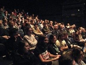Исследование: Зрители в кино моргают синхронно