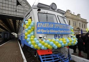 Во Львове разгромили остановку рельсового автобуса