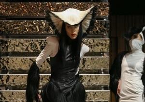 Эпатажный дизайнер Чарли Ле Минду представил в Киеве одежду из человеческих волос