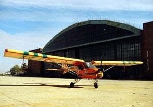 В Кишиневе двухместный самолет приземлился кузовом на взлетную полосу аэропорта