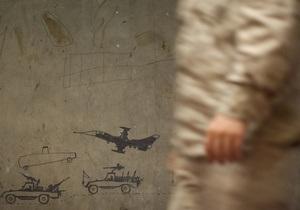 Кровавые выходные в Афганистане: женщина-полицейский застрелила американца, представитель НАТО покончил с собой