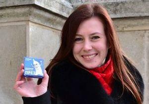 Сегодня во Львове раздавали презервативы с изображением Януковича