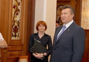 Янукович присвоил своему пресс-секретарю третий ранг госслужащего