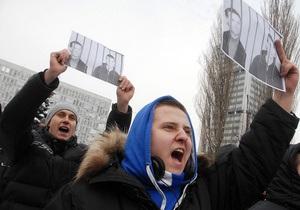 Под зданием Апелляционного суда собралось около 300 сторонников Павличенко
