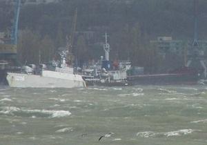 Паромное сообщение между Крымом и Россией прервано из-за шторма