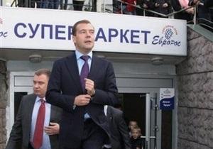 Медведев в супермаркете выяснил сколько стоят хлеб и овощи