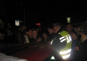 Драка между водителем маршрутки и инспектором ГАИ спровоцировала беспорядки в Мариуполе