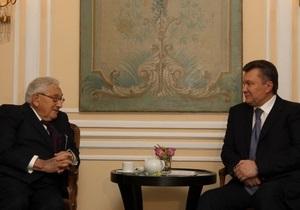 Янукович встретился с Генри Киссинджером