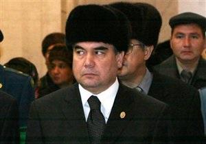 Жители Туркменистана, приветствовавшие президента в 20-градусный мороз, попали в больницу