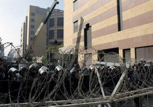 В Каире полиция остановила столкновения у здания МВД. Демонстранты отступили к Тахриру
