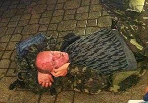 Инцидент в центре Киева: окровавленный мужчина с пистолетом оказался голландцем