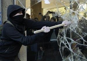 В Лондоне студенты дрались с полицейскими и жгли костры