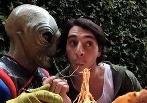 Sony показала встречу человека с инопланетянином