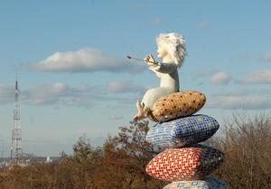 Киевские власти заявляют, что парковые скульптуры в столице установлены незаконно