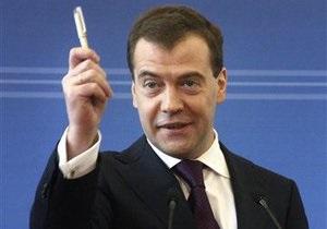 Медведев утвердил стратегию противодействия коррупции