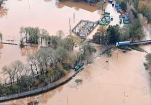 На юго-западе Британии проливные дожди вызвали сильное наводнение: есть жертвы