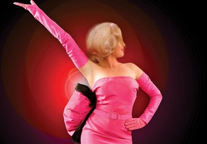 Знаменитое розовое платье Мэрилин Монро продано на аукционе