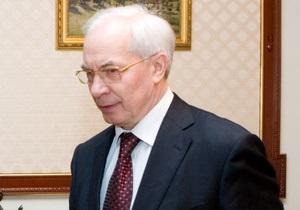 Клюев за главного: Азаров ушел в отпуск