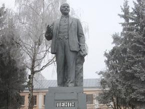 В Каневе сожгли памятник Ленину