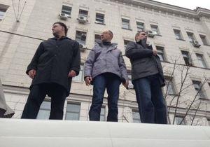 Акция оппозиции в Харькове: Яценюк, Тягнибок и Кличко выступают на крыше микроавтобуса