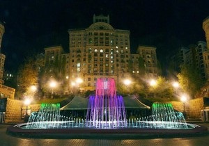 На Крещатике открыли светомузыкальный фонтан