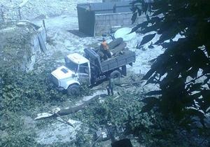 Общественность бьет тревогу из-за вырубки деревьев на Замковой горе в Киеве
