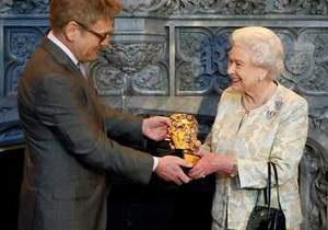 Королева Елизавета II получила премию BAFTA