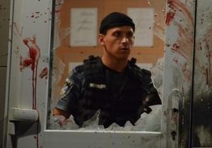 Фотогалерея: Народный гнев. Жители Врадиевки штурмовали отделение милиции
