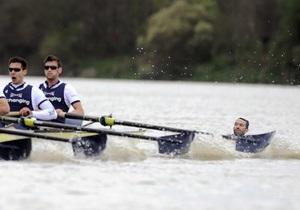 Британец бросился под весла участников легендарной регаты на Темзе