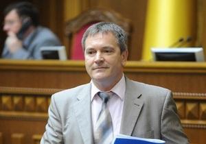 Колесниченко признал, что сделать русский язык государственным практически невозможно