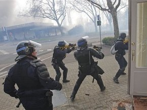 В результате беспорядков в Страсбурге ранены около 50 человек