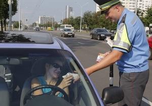 В Минске инспекторы ГАИ раздавали водителям мороженое