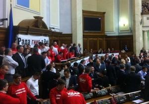 Лидеры фракций парламента проводят совещание в кабинете Рыбака