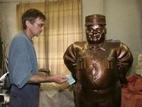 В Полтавской области обезглавили памятник инспектору ГАИ