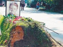 С могилы Абдулова похитили землю