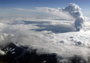 В Британии отменили все авиарейсы из-за извержения вулкана в Исландии