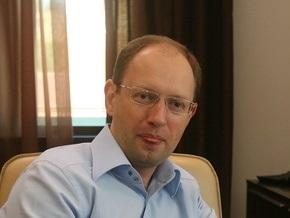 Яценюк: Внешнее тестирование в Крыму нужно проводить на русском языке