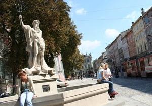Львовские власти оденут античные скульптуры в вышиванки