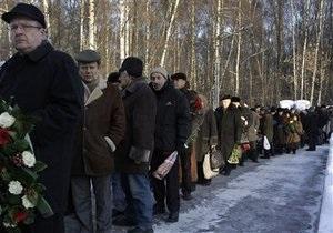 Проститься с Егором Гайдаром пришли несколько тысяч людей
