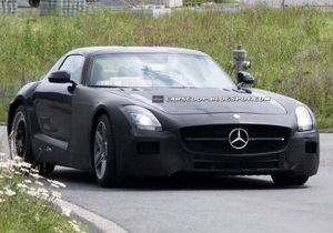 В СМИ появились фото компактного суперкара Mercedes-Benz, который должен потеснить на рынке Porsche 911