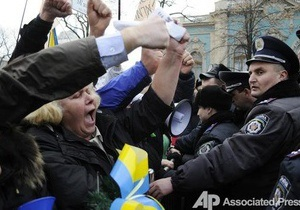 Киевские милиционеры пообещали не разгонять протестующих под Радой